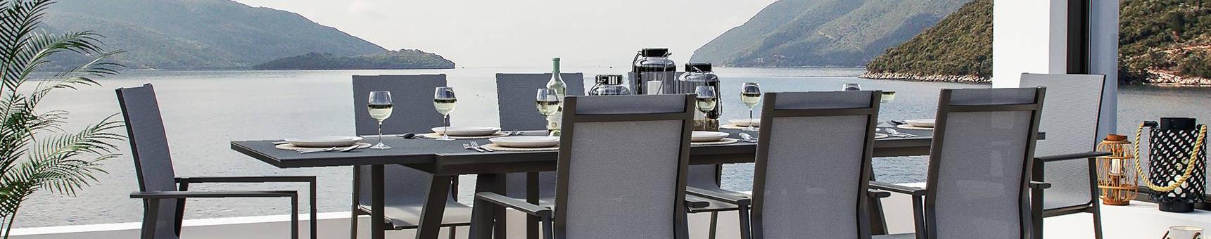 Tables extensibles et chaises