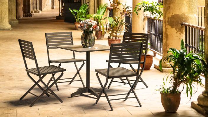 Anidema - Table et chaises en bois composite