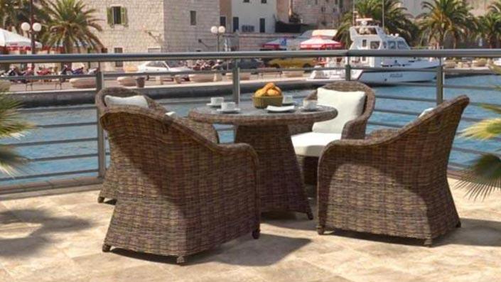 Elaya S - Ensemble table et chaises résine tressée