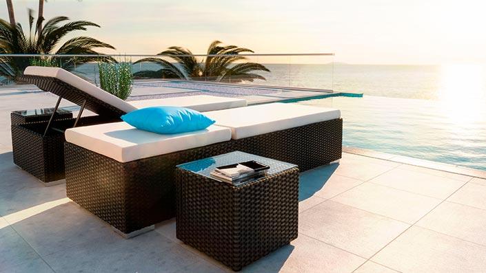 Likris L - 2 bains de soleil et 2 tables d'appoint
